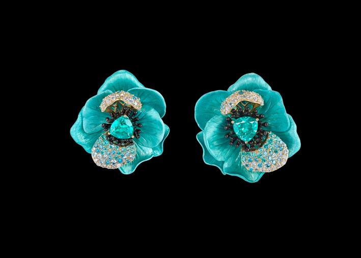 Orecchini della collezione Bloom, con tormalina paraiba creata in laboratorio