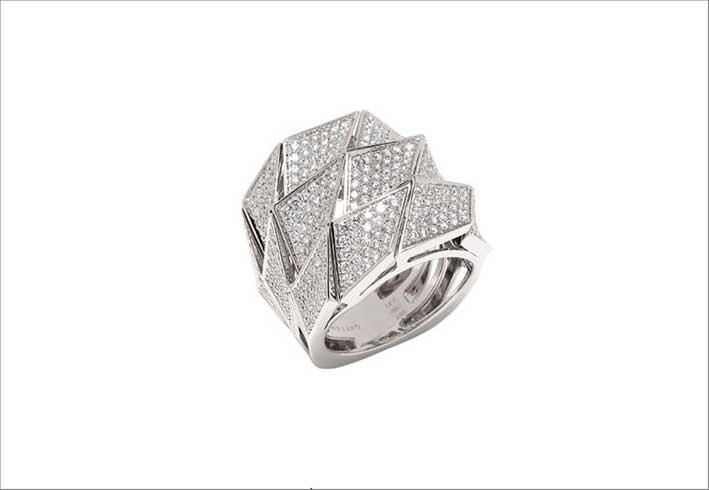 Anello Origami in oro bianco e pavé di diamanti