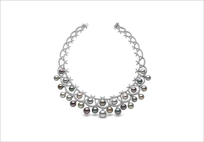 Collana con perle colorate e diamanti