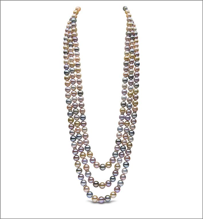 Collana con tre fili di perle colorate