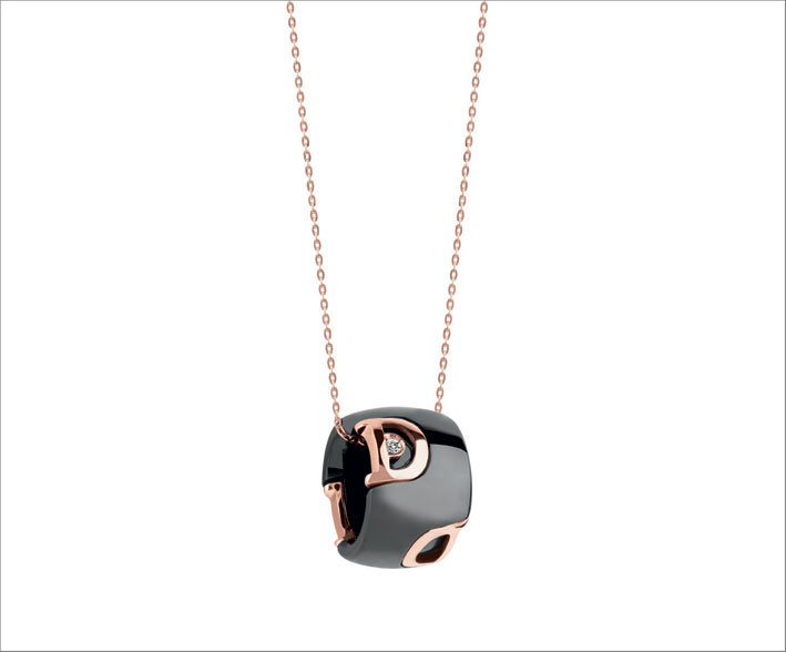 Collana di ceramica nera con diamante