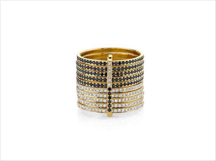 Anello in oro giallo con diamanti bianchi e neri