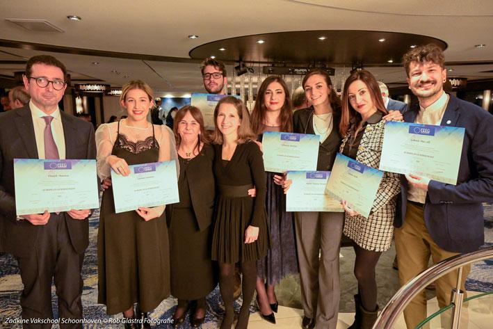 Alcuni dei diplomati Feeg con Ilaria Adamo, docente Igi e vicepresidente Feeg, e Loredana Prosperi, direttore di Igi
