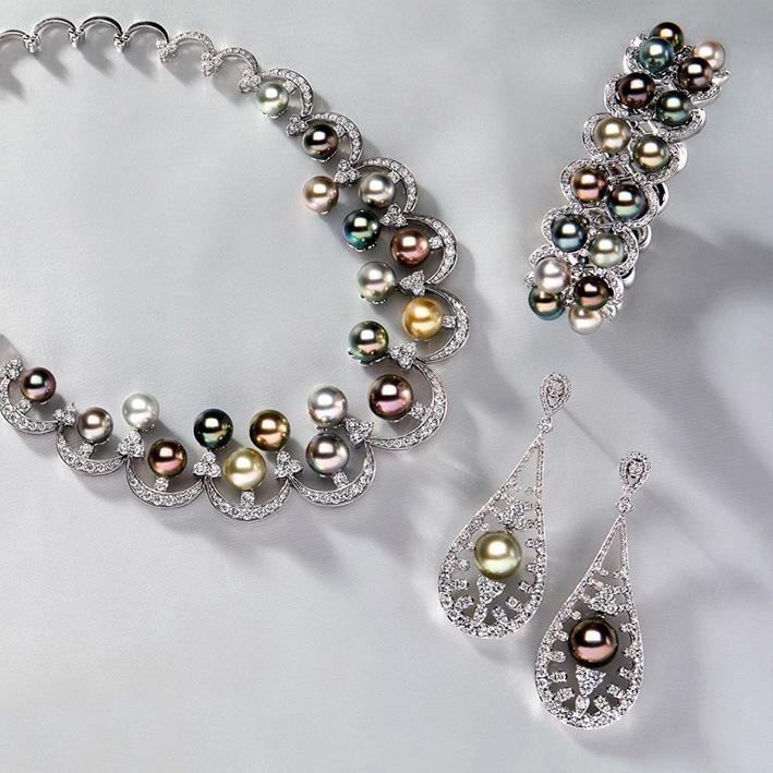 Parure di Yoko London con perle colorate e diamanti