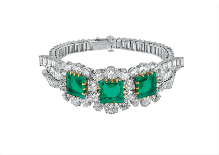Bracciale, 1956. Platino, oro bianco, 3 smeraldi taglio quadrato per 13,20 carati, diamanti. Collezione Héritage