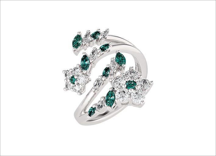 Anello con cristalli verdi