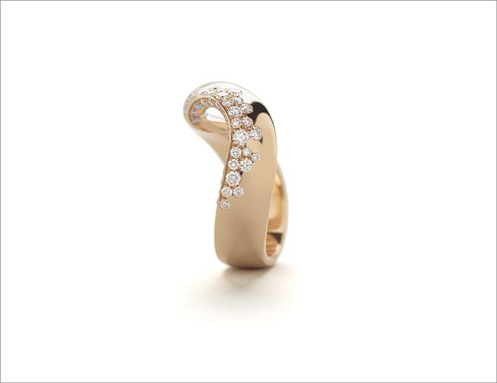 Anello in oro rosa e diamanti di Giorgio Visconti