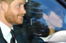 Il principe Harry con Meghan Markle che indossa gli orecchini di V by Laura Vann