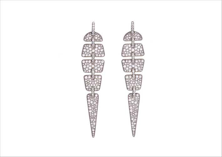 Orecchini geometrici in titanio e diamanti