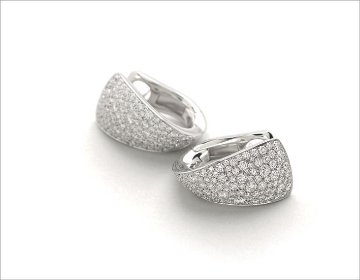 Orecchini con pavé di diamanti