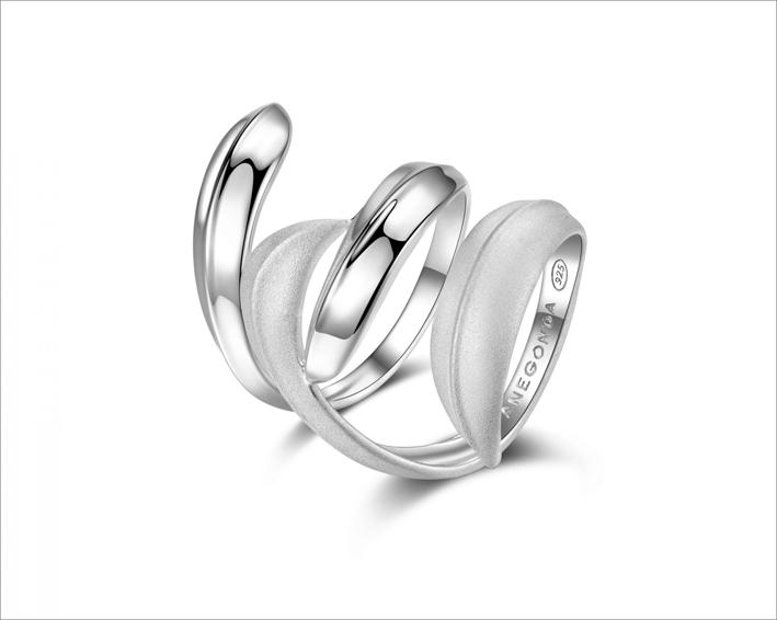 Anello in argento satinato e lucido