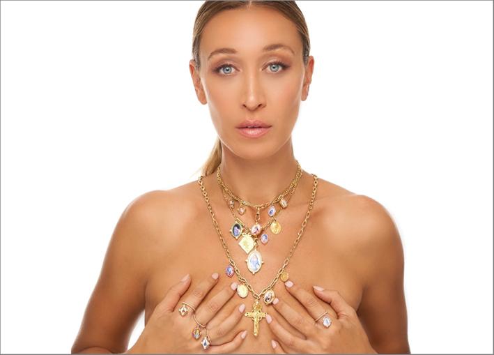 Alana Hadid con i gioielli di Colette