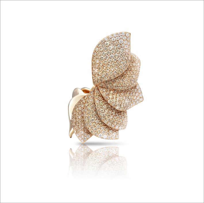 Anello in oro rosa con diamanti champagne