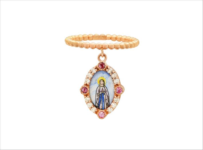 Anello in oro con Madonna in smalto dipinto a mano