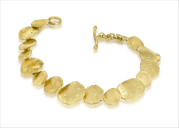 Bracciale con petali in oro spazzolato