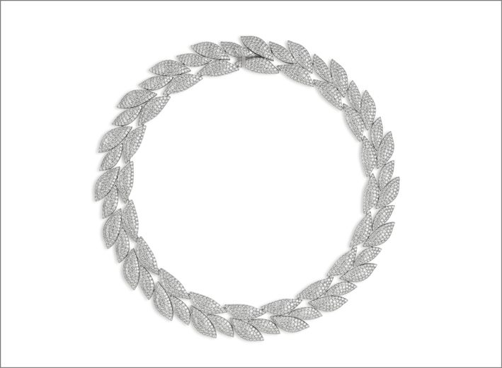 White gold necklace with full diamond pavé