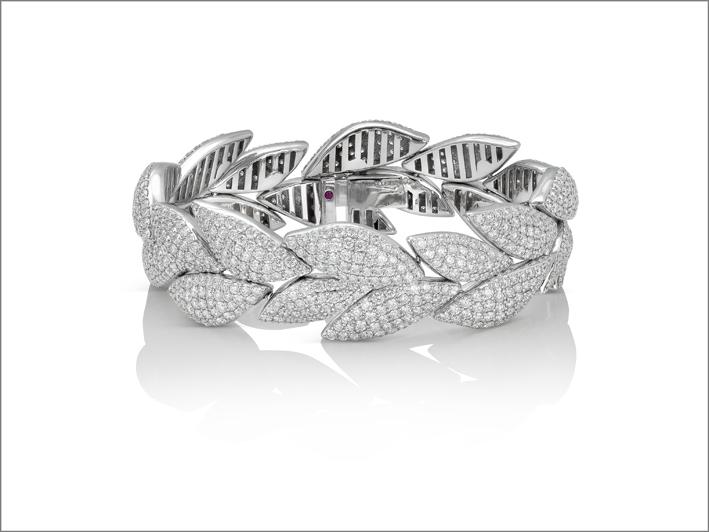 White gold ring with diamond pavé
