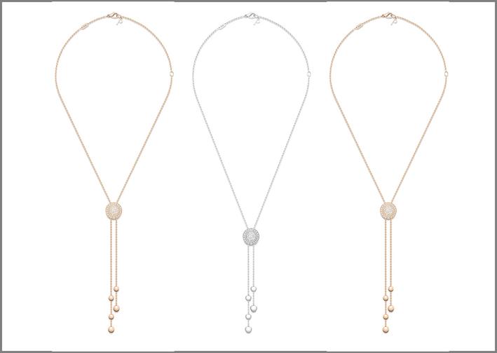 Oro bianco e rosa 18K. Collier con elementi cabochon incorniciati da una fascia girevole con diamanti che scorre sulla catena. Alle estremità della catena vi sono 2 perline in oro da un lato e 3 perline dall'altro (5 in totale) Totale di 55 diamanti taglio brillante (circa 0,68 carati)