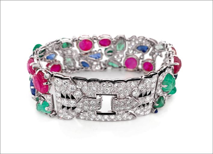 La chiusura del bracciale con pavé di diamanti