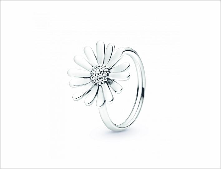 Anello in argento con margherita