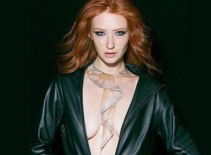 La collana vincitrice al Couture Design Awards, indossata