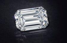 Diamante taglio smeraldo di 28,86 carati