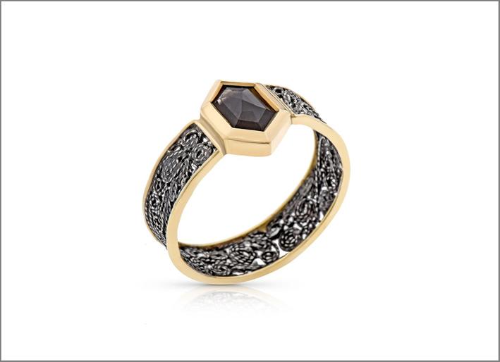 Anello in oro 8 carati, diamante grigio, argento ossidato