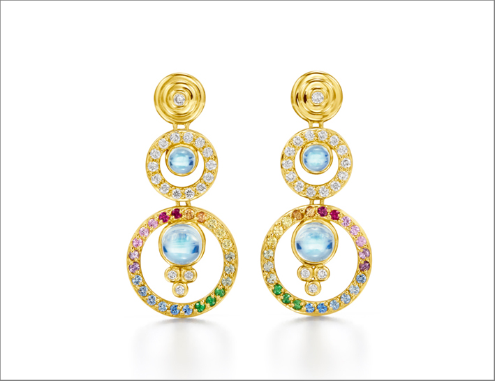 Orecchini in oro, diamanti, zaffiri, pietra di luna blu reale