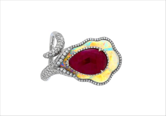 Anello con rubino di 3,54 carati, opale, diamanti