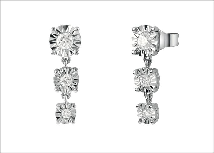 Orecchini della collezione Sole, in oro bianco e diamanti