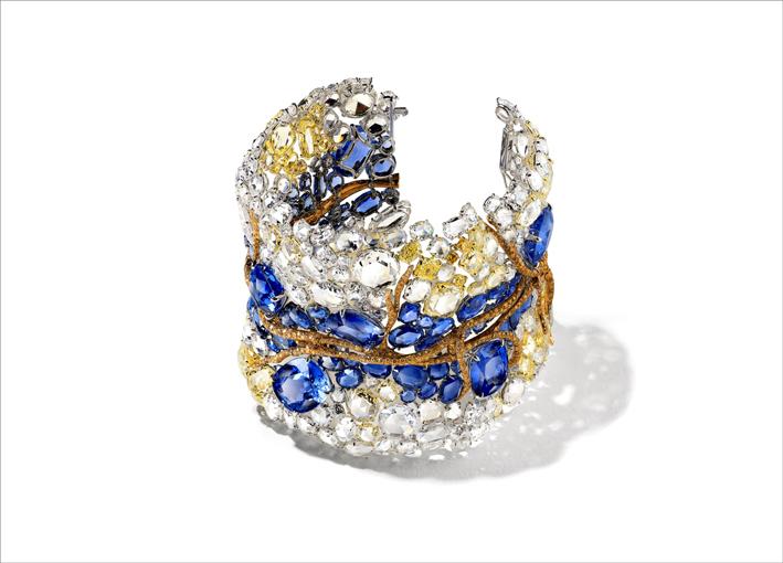 Masterpiece 2020: bracciale con  diamanti bianchi e fancy, zaffiri, oro giallo e rosa