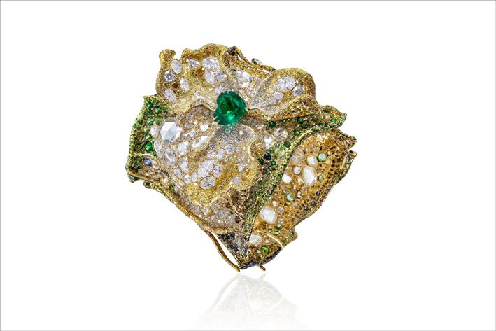 Bracciale com smeraldo colombiano, diamanti gialli e brown, zaffiri verdi, granati cangianti, tsavorite, alexandrite su oro giallo