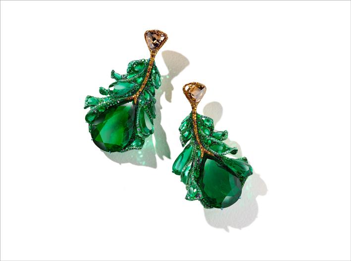 Masterpiece 2020: orecchini con smeraldi colombiani, diamanti gialli, brown e bianchi, tsavorite, granati cangianti, alexandrite e titanio