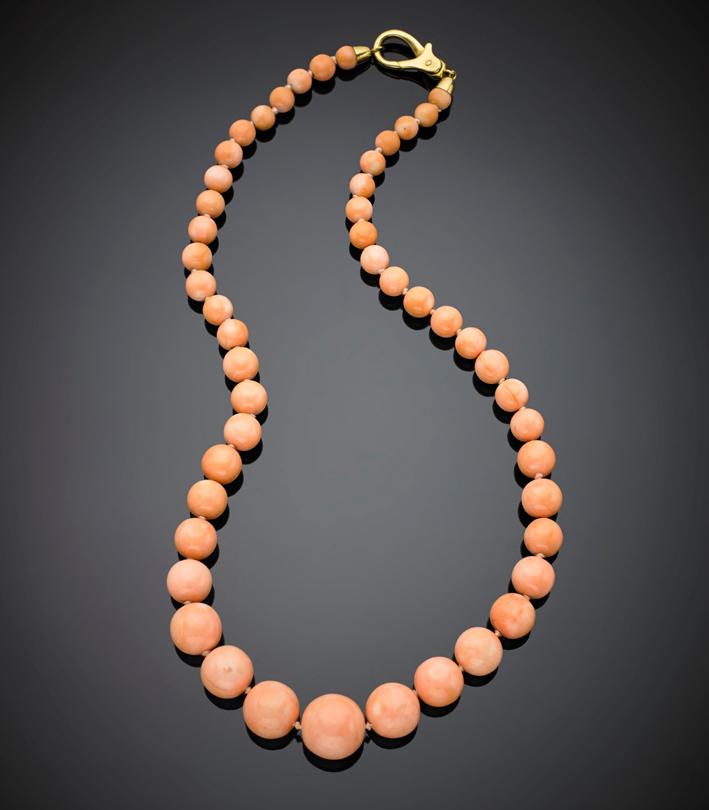 Lunga collana in boules di corallo rosa