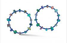 Orecchini con opale nero e blu scuro