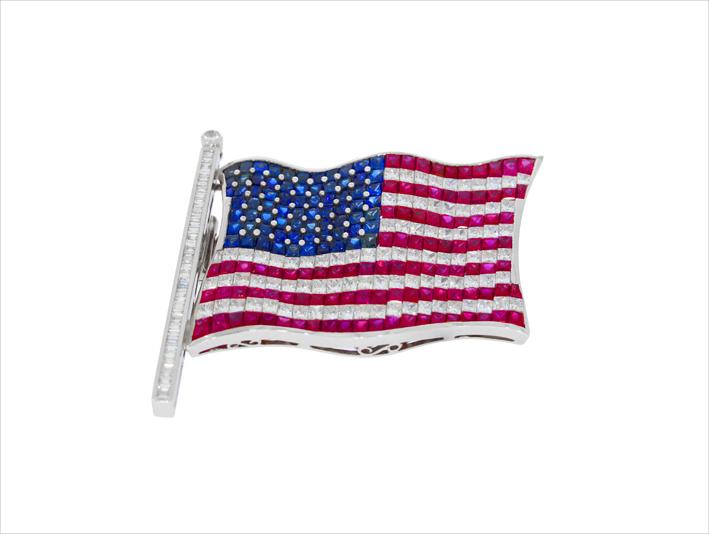 Spilla bandiera americana con rubini, zaffiri e diamanti