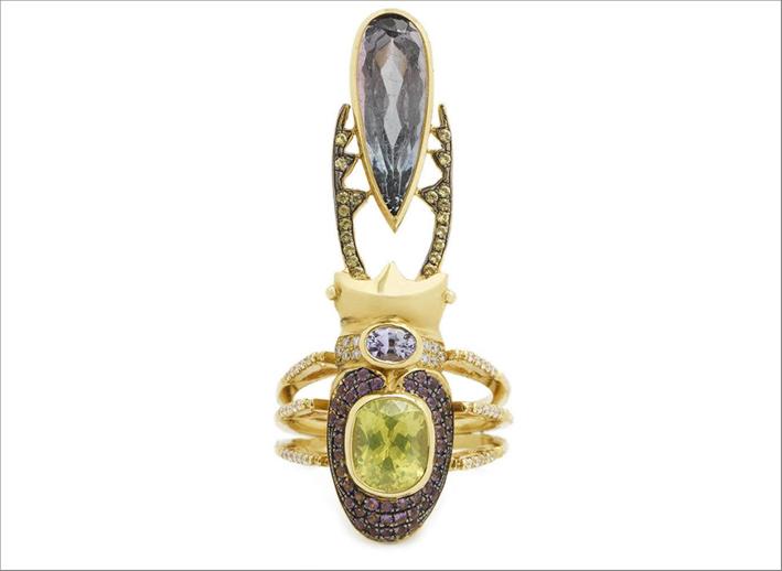 Anello Unelanuki, oro giallo 18 carati, zaffiri viola, crisoberillo, zaffiri gialli, ametiste, diamanti bianchi