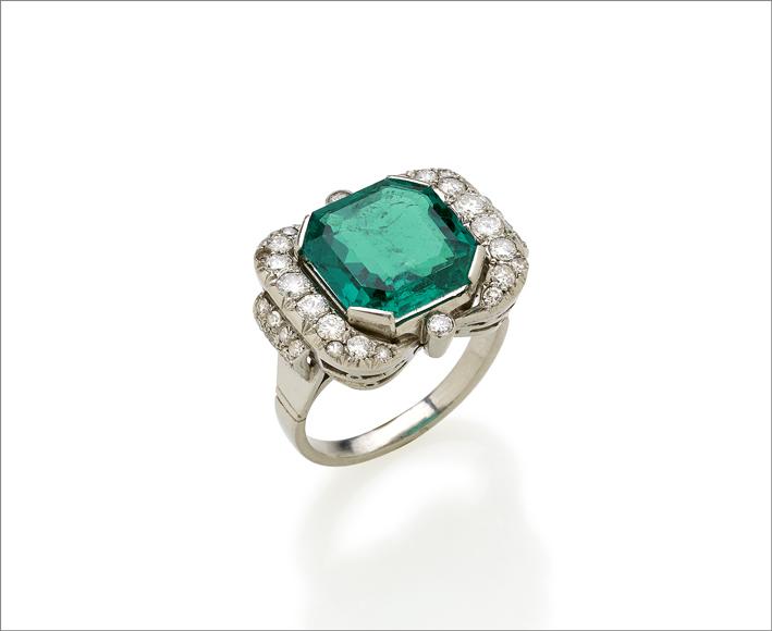 anello con smeraldo colombiano