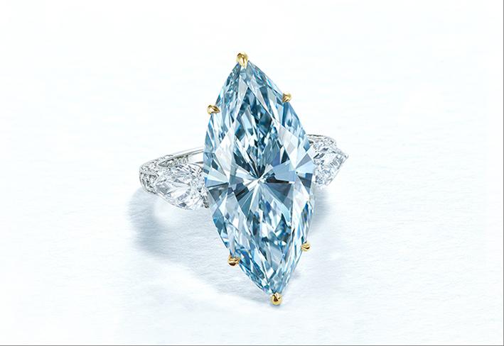 Anello con diamante blu di 12,11 carati, taglio marquise