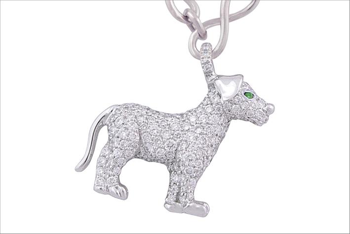 Ciondolo con cane in oro bianco, tsavoriti e diamanti