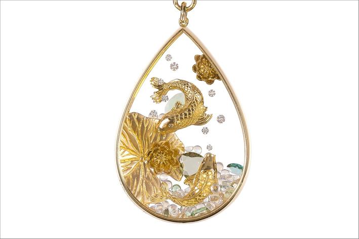 Collana con pendente Carpa Koi, in oro giallo 18 carati, pietra luna, tormalina e diamanti