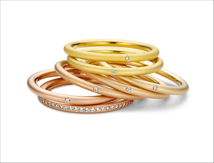 Fedi in oro e diamanti della collezione Solaris