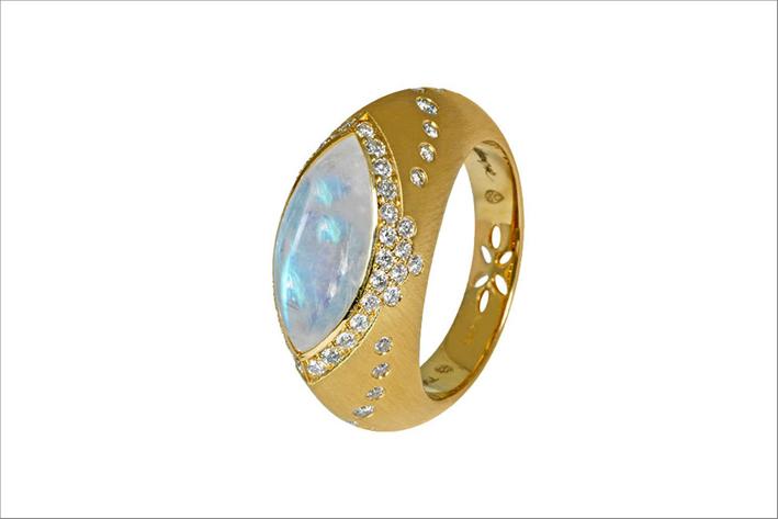 Anello SUltana conin oro 18 carati, diamanti e pietra luna