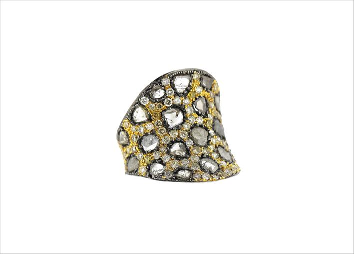 Anello con diamanti su oro 18 carati rodiato nero
