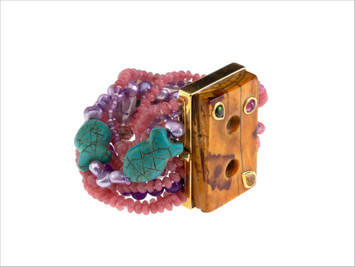 Bracciale con tormalina tibetana, bottoni tibetani antichi, turchese, ametista, perle naturali grigie, oro
