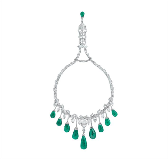 Collerette, 1929. Platino, smeraldi, diamanti. Già collezione di Sua Altezza Reale la princesse Fawzia d'Egitto. Collezione Van Cleef & Arpels