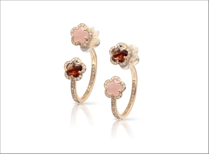 Orecchini in oro rosa con calcedonio, granato e diamanti bianchi e champagne