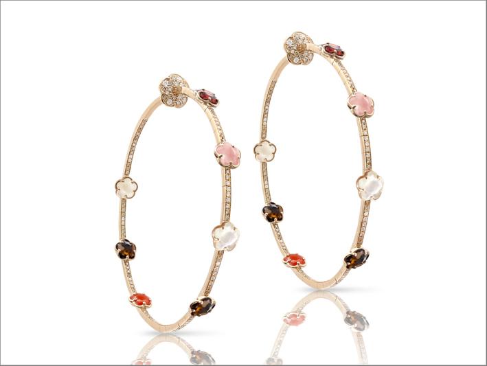 Orecchini in oro rosa 18 carati, calcedonio rosa, granato rosso, pietra di luna, quarzo fumé, corniola, diamanti bianchi e champagne