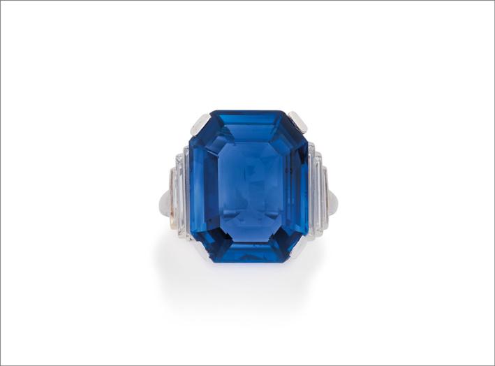 Anello art déco con zaffiro e diamanti di Cartier