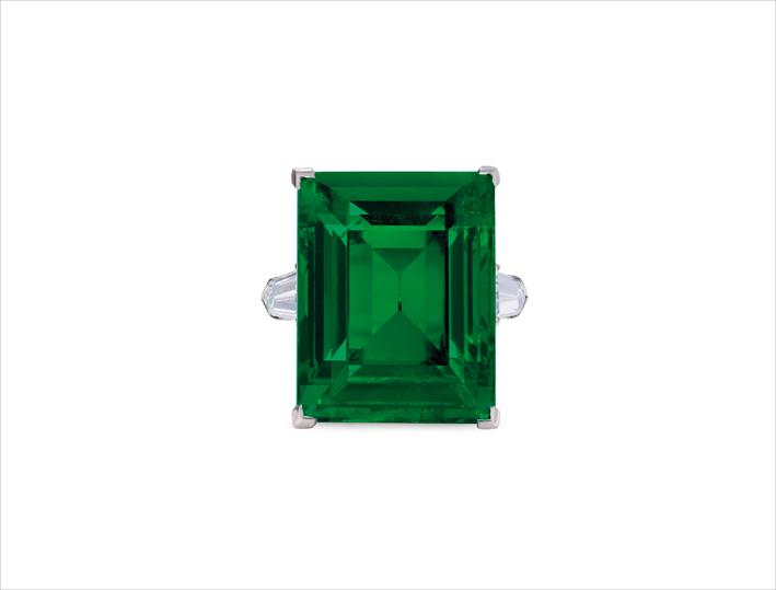 Anello con smeraldo ottagonale taglio a gradino di 29,54 carati